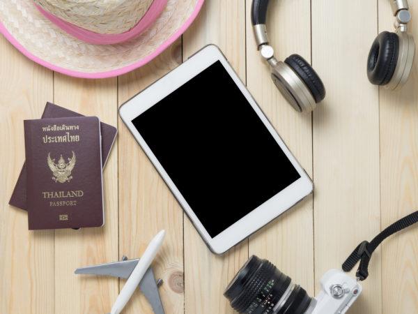 Pässe und Utensilien für eine Reise ins Ausland