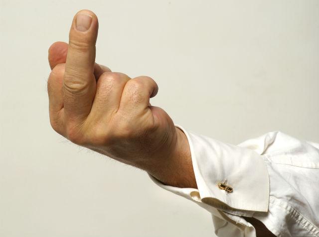 Mittelfinger - Ist Beleidigung eine Straftat