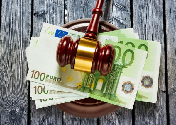 Ab wann kommt der Gerichtsvollzieher ? - Richterhammer auf 100€ Scheinen